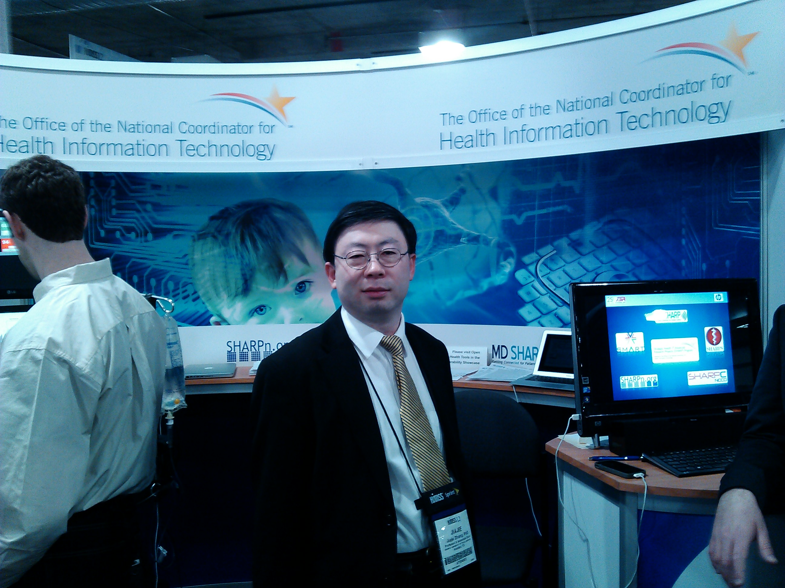 Dr. Jiajie Zhang at HIMSS 2012 SHARP Grantees Booth